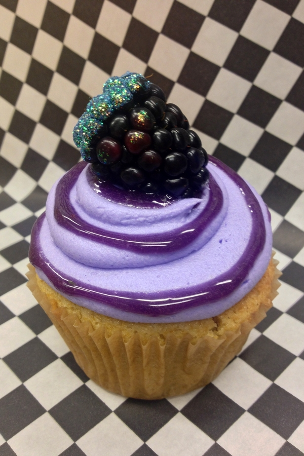 Cupcake Wars Winner Blackberry Lemon